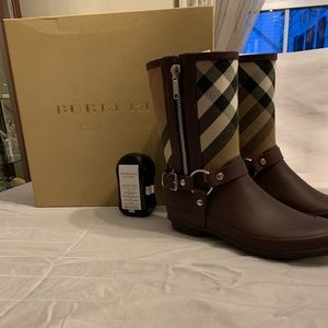 Burberry Rain boots - Never worn!